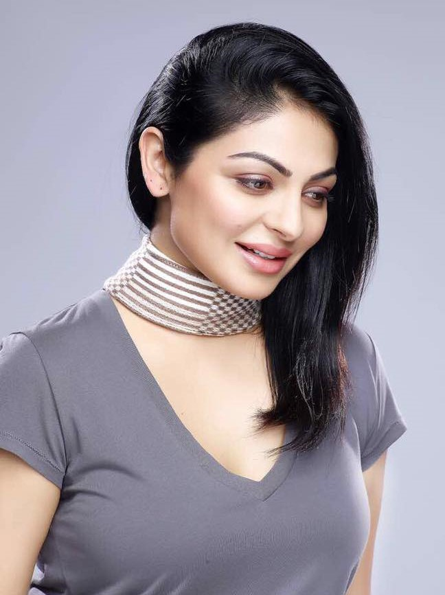 Neeru Bajwa Nude Photos 10