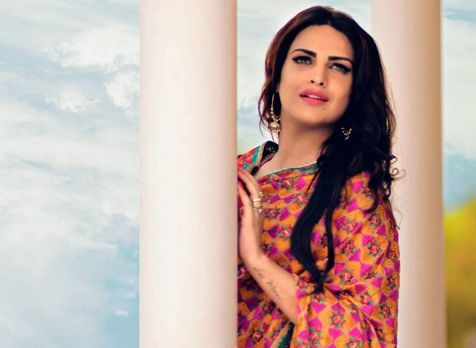 HIMANSHI KHURANA age height wikipedia